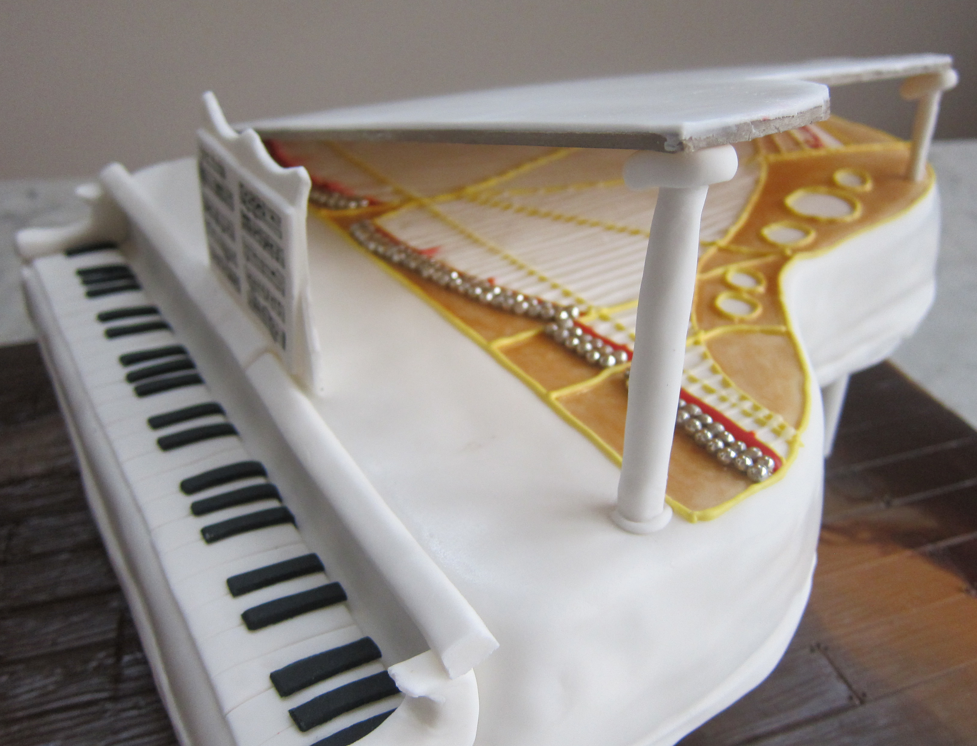 Cake Design Un Piano : Piano Cake Recipe   Dishmaps